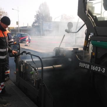 Нови асфалт у улицама у Ковиљу и Сремској Каменици
