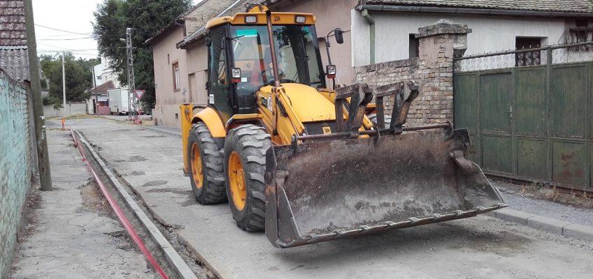 Реконструкција коловоза и пешачке стазе у Шеноиној улици