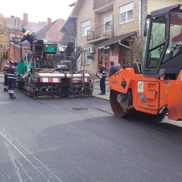 Санација коловоза у Железничкој улици у Сремској Каменици