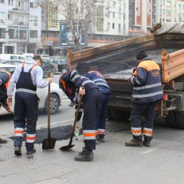 Санација оштећења топлим асфалтом на линијама Градског превоза