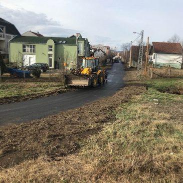 Нови асфалт у више  улица на Адицама