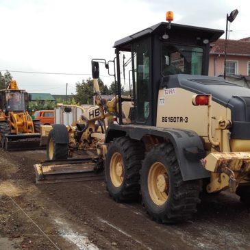 Асфалтирање Витешке улице на Адицама и припрема за Космајску на Телепу